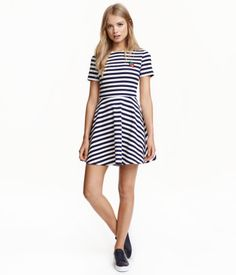 White/dark blue striped. Short dress in thick jersey with an appliqué at front…