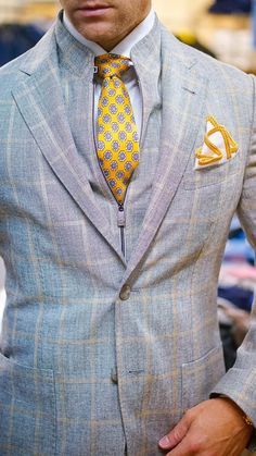 Look at this amazing jacket combined with this handmade #sebastiancruzcouture pocket square.