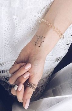 Zodiac tattoos are becoming very popular and the Gemini tattoos are among the most common. Check our collection of some creative Gemini tattoos. Gemini Zodiac Tattoos, Horoscope Tattoos, Large Tattoos, Unique Tattoos, Tattoo You, Tattoo Quotes, Pretty Hand Tattoos, Discreet Tattoos, Side Tattoos