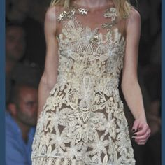 Love the detailing on this dress.