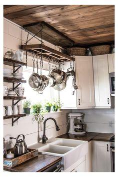 Modern Farmhouse Kitchens, Farmhouse Kitchen Decor, Home Kitchens, Small Kitchens, Tiny House Kitchens, Rustic Kitchen Sinks, Country Farm Kitchen, Small Kitchen Diy, Rustic Country Kitchens