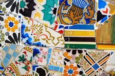 Catalan Art Nouveau: Bench at Parc Güell. Serpentine bench covered in tile shards ('trencadis' technique). By Antoni Gaudi
