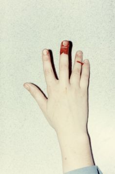 Creative Ffffound, La, Petite, Mort, and Blood image ideas & inspiration on Designspiration Creative Photography, Amazing Photography, Creepy Art, Little Things, Paper Cutting, Blood, Image, Fingers, Crayon Box