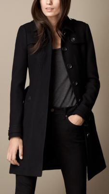 Explore all women's clothing from Burberry including dresses, tailoring, casual separates and more in both seasonal and runway designs Casual College Outfits, Stylish Winter Outfits, Court Outfit, Black Coat Outfit, Suits For Women, Women Wear, Moderne Outfits, Pijamas Women, Burberry Coat