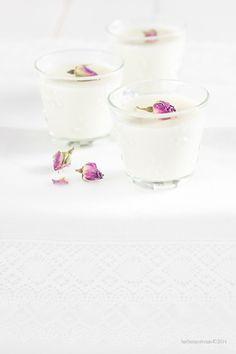 I dolci semplici sono quelli che preferisco. Al cucchiaio poi li adoro. La panna cotta poi ha un discreto fascino vintage che non tramonta mai. Basta saper