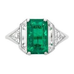 Art Deco Emerald Diamond Platinum Ring For Sale Anel Art Deco, Bijoux Art Deco, Art Deco Ring, Art Deco Jewelry, Jewelry Shop, Jewelry Rings, Jewellery Stand, Jewelry Stores, Fine Jewelry