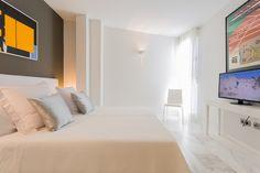 PIANOSA APARTMENT | Espacioso y súper luminoso apartamento de 150 m2. Déjate acariciar por la brisa de la bahía mientras te relajas en su amplia terraza de 35 m2 después de un día de playa.  #ibiza #luxury #ibizaluxury #apartments