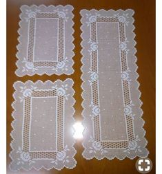 ideiasfelizesdeco rendas e crochetThis Pin was discovered by gizThread crochet magazines to re Crochet Table Runner Pattern, Crochet Doily Patterns, Crochet Tablecloth, Thread Crochet, Crochet Doilies, Crochet Yarn, Crochet Stitches, Free Crochet, Diy Crafts Crochet