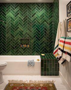 green bathroom Howell redid one of the threeandahalf baths in vivid green Heath Ceramics tile after reconfiguring its awkward dark. Bad Inspiration, Bathroom Inspiration, Heath Ceramics Tile, Bathroom Interior Design, Bathroom Tile Designs, Beautiful Bathrooms, Style At Home, Cheap Home Decor, Green Home Decor