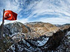 Gümüşhane Torul'un güzelliğine bir de bayrağımız eklenince işte böyle güzel bir ortaya çıkmış.  Fotoğrafı gönderen: Ali Fatih Akçay