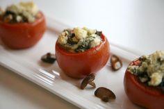 Täytetyt tomaatit - helppo ja herkullinen kesäherkku!  Kuvan Heirol First-vati: www.heirol.fi