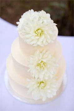 This simple wedding cake is lovely
