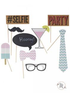 Photo booth - selfie 10 pezzi. Il kit adatto per qualsiasi festa. Comprende: occhiali, bicchiere da coktail, cravatta, baffi, ghiacciolo, papillon, vignette. In #promozione #matrimonio #weddingday #ricevimento #photo #booth #photobooth #fun #party