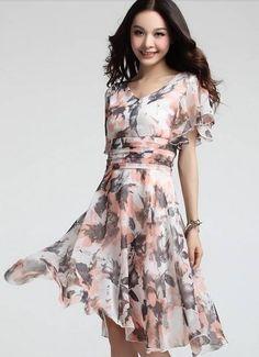 Romantisch zomerjurkje in zachte kleuren