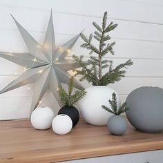 Those pretty Cooee Ball vases are perfect for decorating your Christmas table, for UK standard delivery, order by 21st December, in time for Christmas ✨ . Lovely image by @annelii01 with thanks #christmas #interiorstyling #nordichome #nordicinspiration