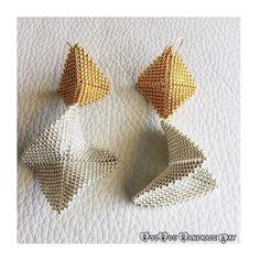 Sparkling warped square earrings for a fabulous Friday!  www.sousouhandmadeart.com  {linkinbio}  . . . . . #sousouhandmadeart #etsyshop #finebeadwork #bestqualitybeads #handcraftedingreece #seedbeadearrings #statementearrings #warpedsquares #goldsilverearrings #sparkleandshine #fridayvibes #jewelryoftheday #luxuriousjewelry #theartofmaking #lovebeading #lovehandmadejewelry