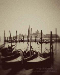 Venice photo,  Gondolas, Vintage, 8x10 art print, Italy, Travel photography, Black and White, Nautical, Wall deco by Angsana Seeds via Etsy. #fpoe