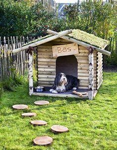 Stoer, mooi en bijzonder zijn de juiste woorden voor dit hondenhok. Vind jij dit net zo een leuk idee als wij? Kijk dan snel op onze website. Voor het mossen dak kunt u contact op nemen met ons.   https://www.bakkerbuitenleven.nl/grenen-halfronde-regel-o-7x250-cm.html https://www.bakkerbuitenleven.nl/ronde-paal-kastanjehout-o-6-8x180-cm.html https://www.bakkerbuitenleven.nl/schapenhek-kastanjehout-90x460-cm.html