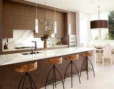 Große Pendelleuchten im Esszimmer – moderne Hängelampen - geschmeidig küche marmor oberflächen hocker Pendelleuchten im Esszimmer