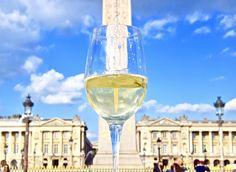 Paris, Paris, Paris que je t'aime !!!! Pour profiter de ce dimanche ensoleillé, une balade en vélo s'impose ! Mon objectif de la journée : prendre les plus beaux monuments parisiens sous un autre angle : dans mon verre de vin ! To enjoy this sunny