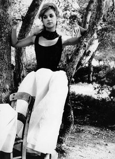 Aliki Bougiouklaki photo by Lillian Bassman, Greece, 1959 /Aliki Vougiouklaki (Greek: Αλίκη Βουγιουκλάκη; July 1934 - July was a Greek actress. She is considered as one of the most popular and successful actresses of Greek cinema. Greek Beauty, Black And White Stars, Actor Studio, She Movie, Portrait Poses, Bright Stars, Famous Women, Hollywood Stars, Beautiful Actresses