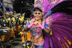 02/03/2014 - Rafaela Gomes, rainha da bateria da São Clemente, na concentração antes do desfile