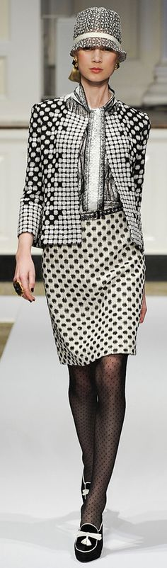✜ Oscar de la Renta Pre-Fall 2012 Collection ✜ http://www.vogue.de/fashion-shows/pre-fall-2012-oscar-de-la-renta/%28category%29/Runway