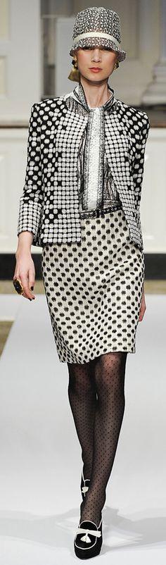 ✜ Oscar de la Renta Pre-Fall 2012 Collection ✜ http://www.vogue.de/fashion-shows/pre-fall-2012-oscar-de-la-renta/%28category%29/Runway
