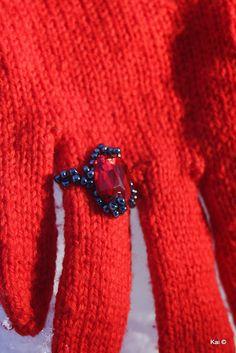 Kailill: Rubiinsõrmustega kindad / Gloves with ruby rings