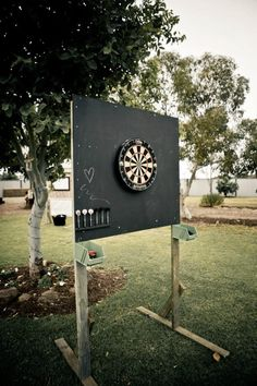 How to build an outdoor dartboard stand & DIY projects for everyone! How to build an outdoor dartboard stand & DIY projects for everyone! The post How to build an outdoor dartboard stand Wedding Reception Activities, Wedding Party Games, Reception Decorations, Wedding Favors, Party Fun, Diy Wedding Yard Games, Wedding Games For Guests, Wedding Ceremony, Diy Outdoor Party Decorations