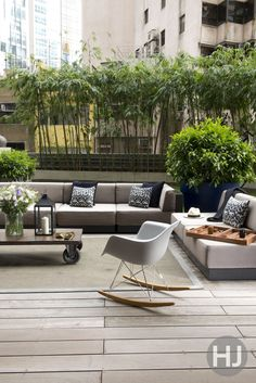 This inviting rooftop garden is a prime place to entertain outdoors. Home Journal, October 2014