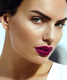 deep fuchsia lips, glowy skin, brows - great for summer | #makeup #statement eye eyes lip
