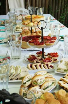 Vegan Teas, Party Food Buffet, Catering Food Displays, Tea Snacks, Buffets, Afternoon Tea Parties, Cream Tea, Bbq Party, Healthy Snacks For Kids