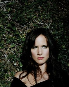 Juliette Lewis for Gretchen. She's scowling at Ana.