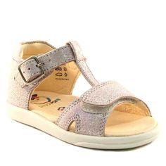 Le scratch devant est pratique pour les petits pieds Chaussures Fille,  Chaussure Enfant, Pieds 770e2b9722d1