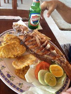 Fried snapper with fried green plantains. And Panama beer! This is the life in Panama. Panama Recipe, Panamanian Food, Puerto Rican Recipes, Comida Latina, Island Food, All I Ever Wanted, Caribbean Recipes, Latin Food, Fried Fish