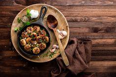 Σάς δίνουμε κάποια χρήσιμα μυστικά, που θα κάνουν τους κεφτέδες σας πεντανόστιμους και αφράτους, θυμίζοντας τους κεφτέδες της μαμάς... (ή/και της γιαγιάς) Sauce Recipes, Diet Recipes, Albondigas, Turkey Meatballs, Cranberry Sauce, Thanksgiving Turkey, Appetizers For Party, Fett, Feel Better