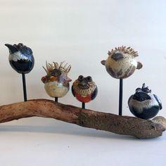 birds on wood - love it Clay Birds, Ceramic Birds, Ceramic Clay, Organic Ceramics, Bird Sculpture, Sculpture Ideas, Hand Built Pottery, Raku Pottery, Pottery Classes
