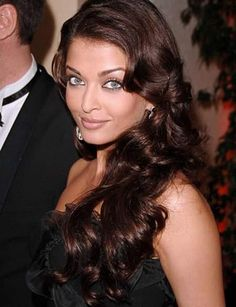 Aishwarya Rai has one of most easy to manage hairstyles and she does not experiment much with her hair, but every time she looks simply stunning!