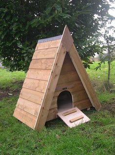 In pictures: Must-have duck houses for every budget This reminds me of the artistic direction of Raising Ducks, Raising Chickens, Keeping Chickens, Backyard Ducks, Chickens Backyard, Duck Enclosure, Chicken Coop Pallets, Chicken Coops, Diy Bunny Toys