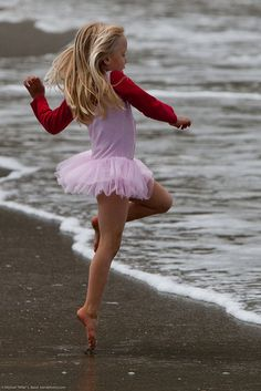 """ Cute Little Girl in Pink Dances on Beach during the Kite Festival. By mikebaird "" Isadora Duncan, Shall We Dance, Lets Dance, Tango, Dance Like No One Is Watching, Little Ballerina, Dance Movement, Tiny Dancer, Dance Art"