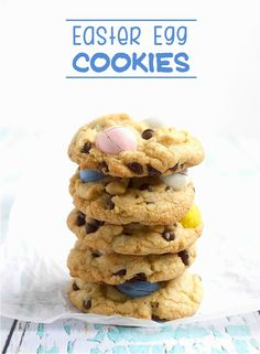 Easter Egg Cookie Stack - These cookies, will definitely help put everyone in a Spring mood. They are the perfect Easter treat. Easter Egg Cake, Easter Egg Crafts, Easter Candy, Easter Treats, Easter Food, Easter Recipes, Easter Desserts, Dessert Recipes, Easter Biscuits
