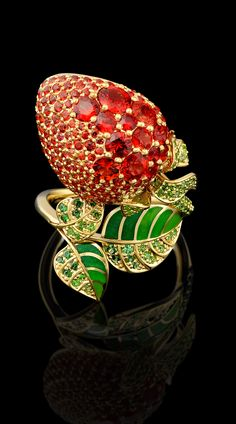 Ring from the Master Exclusive Jewellers collection: Fruits and Berries. 18K yellow gold, red sapphires, tsavorit and demantoid garnets, enamel.