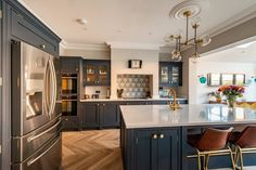 Bespoke kitchens expertly crafted, designed and handmade in Kent from Herringbone Kitchens. Visit our kitchen studio in Canterbury. Kitchen Size, Family Kitchen, New Kitchen, Kitchen Decor, Kitchen Ideas, Kitchen Interior, Shaker Kitchen, Kitchen Images, Kitchen Layout