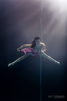 Pole Dancer Underwater View the whole series and BTS video here: Brett Stanley Photography Underwater Photoshoot, Underwater Photographer, Girl Dancing, Pole Dancing, Pole Dance Fitness, Pole Moves, Aerial Dance, Aerobics Workout, Sex And Love