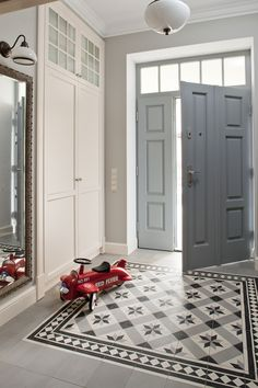 Classic and sober, yet modern and dramatic with that floor tile as area rug. Hall Tiles, Tiled Hallway, Entryway Flooring, Hall Flooring, Home Entrance Decor, House Entrance, Floor Design, Tile Design, Edwardian Haus