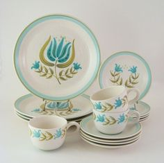 Vintage Franciscan Tulip Time Dinnerware Set, Earthenware Dishes, Would like a few of these plates Modern Dinnerware, Vintage Dinnerware, Vintage Kitchenware, Vintage Dishes, Dinnerware Sets, Antique Dishes, Vintage Glassware, Franciscan Ware, China Display