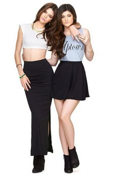 Kendall and Kylie Jenner love Kendalls' skirt