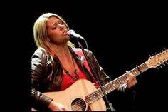 Dileggiata e offesa per le sue canzoni su Dio, scrive un'autentica dichiarazione d'amore