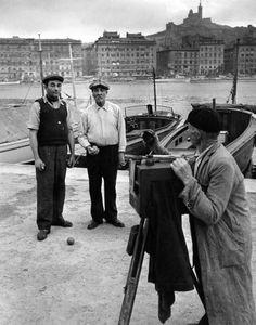 Atelier Robert Doisneau, Le photographe et les boulistes, Marseille   1951